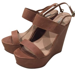 Steve Madden Brown Wedges