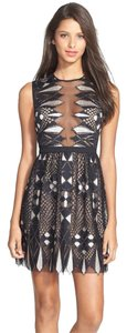 BCBGMAXAZRIA Sleeveless A-line Lace V-neck Dress