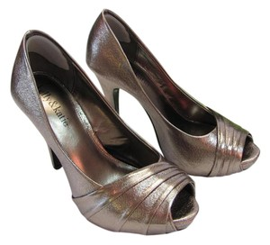 Kelly & Katie Size 6.00 M Very Good Condition Pewter Platforms