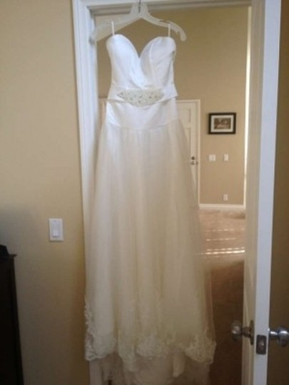 Diamond White Satin & Organza and Lace Trim Similar To Lazaro 3007 Traditional Wedding Dress Size 6 (S)