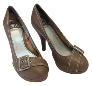 Fergalicious by Fergie Size 6.00 M Very Good Condition Taupe Platforms