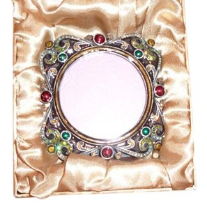 JAY ELEGANT RHINESTONE UNIQUE FRAME WITH PERFECT COMBINATION OF COLORS