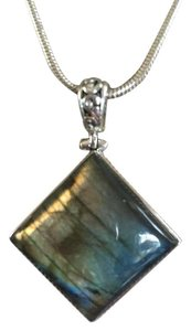 Labradorite Gemstone Pendant Necklace in 925 Sterling Silver Setting