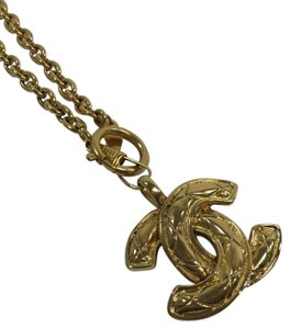 Chanel Chanel Gold Interlocking CC Large Pendant Necklace