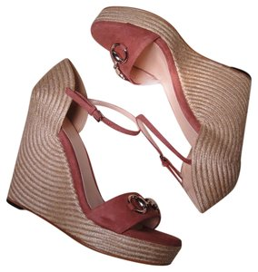 Gucci Horse Bit Dry Rose Wedges