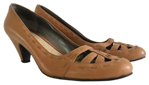 Kenneth Cole Low Heel Leather Natural Pumps