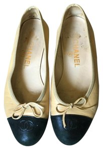 Chanel Beige/Black Toe Flats
