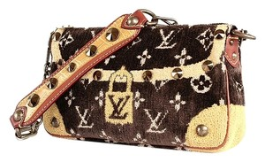 Louis Vuitton Vuitton Trompe Limited Pochette Satchel in Brown, yellow