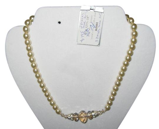 Preload https://img-static.tradesy.com/item/18762898/giavan-pearl-antique-crystal-golden-shade-hol529-n35-necklace-0-1-540-540.jpg