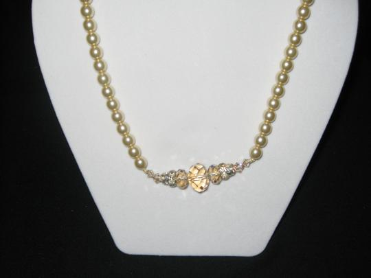 Giavan Giavan HOL529 (n35) Pearl (Antique) & Crystal (golden shade) Necklace Image 2