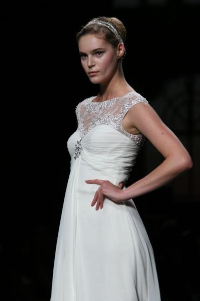 Pronovias ucrania wedding dress on sale 61 off wedding for Best way to sell used wedding dress