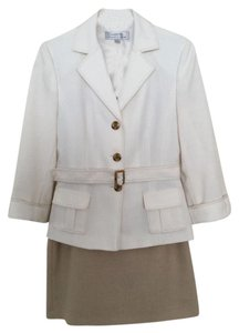 Tahari Tahari Arthur S. Levine two piece skirt suit size 4