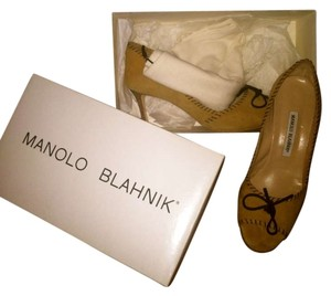 Manolo Blahnik Tan Suede Pumps