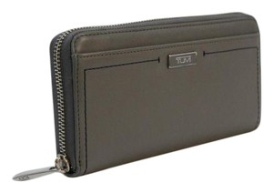 Tumi Tumi Continental Zip Around Wallet / Clutch Pebbled Leather