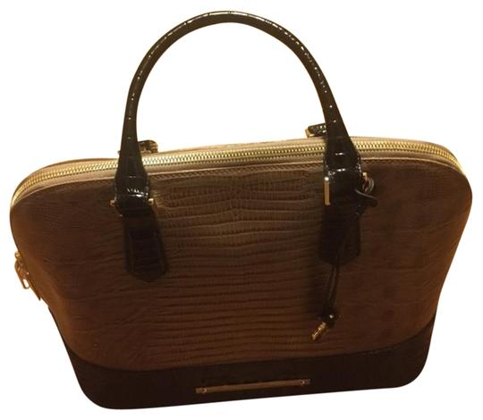 Preload https://img-static.tradesy.com/item/18776077/brahmin-shoulder-bag-tanbrown-18776077-0-1-540-540.jpg