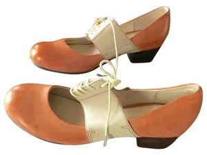 Chocolat Blu Mary Jane NWOT CREAM ORANGE FALL Pumps