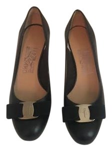 Salvatore Ferragamo Shoe Bags Black / Nero Pumps