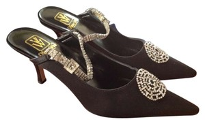 Victoria Wieck Stone Work Black Pumps