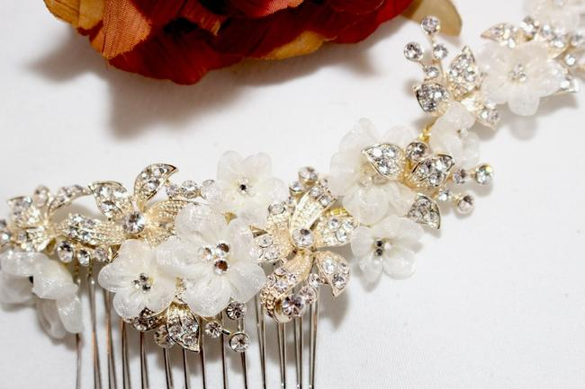 Item - Gold / Ivory Romantic Floral Comb Hair Accessory