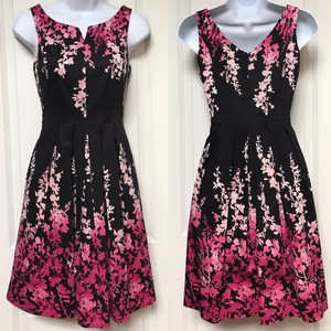 White House | Black Market Floral Whbm Dress