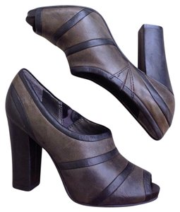 Vince Camuto Black Olive Green Mules