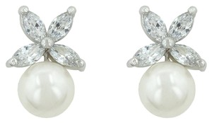 Other Butterfly Pearl Stud Earrings [SHIPS NEXT DAY]