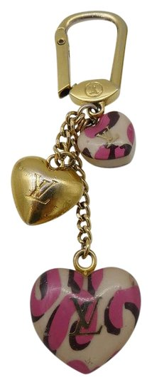 louis vuitton porte cles pink leopard heart keychain. Black Bedroom Furniture Sets. Home Design Ideas