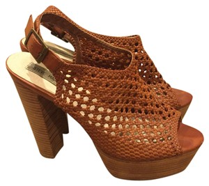 Steve Madden Tan, brown Platforms