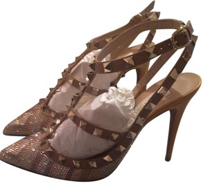 Valentino Beige and yellow calf leather metal and PVC Rockstud Native Couture Chevron pattern and crystals details Pumps