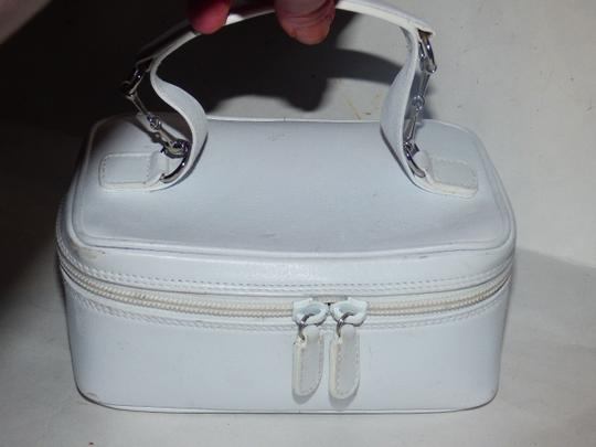 Gucci Mint Vintage Petite But Roomy Dual Zip Closure Chrome Hardware Equestrian Accents Satchel in white leather Image 10