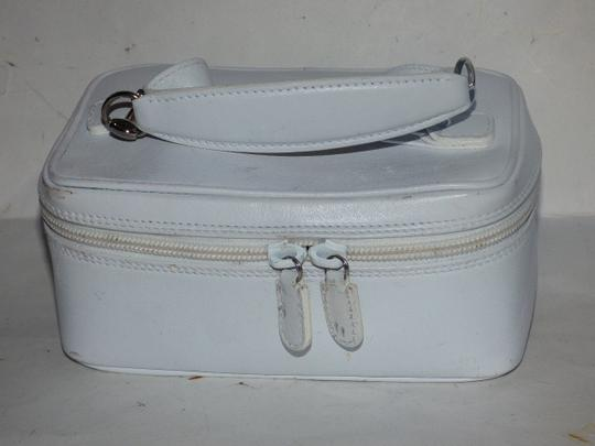 Gucci Mint Vintage Petite But Roomy Dual Zip Closure Chrome Hardware Equestrian Accents Satchel in white leather Image 2
