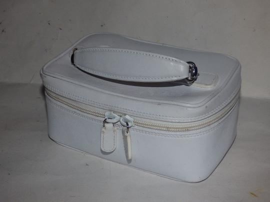 Gucci Mint Vintage Petite But Roomy Dual Zip Closure Chrome Hardware Equestrian Accents Satchel in white leather Image 8
