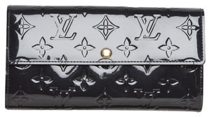 Louis Vuitton Louis Vuitton Grey Monogram Vernis Sarah Wallet. So Stylish!
