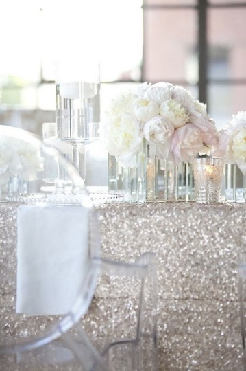 Preload https://img-static.tradesy.com/item/18856213/silver-lot-of-5-120-round-sequin-bling-glam-sparkle-event-party-anniversary-tablecloth-0-0-540-540.jpg