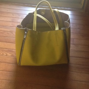 Attention Tote in Yellow