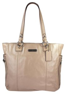 Coach Leather Gallery Tote in Putty - Pearlescent Nude Tan