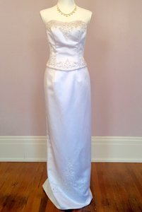 Alfred Angelo White Polyester Style # 1240nt Modern Wedding Dress Size 6 (S)