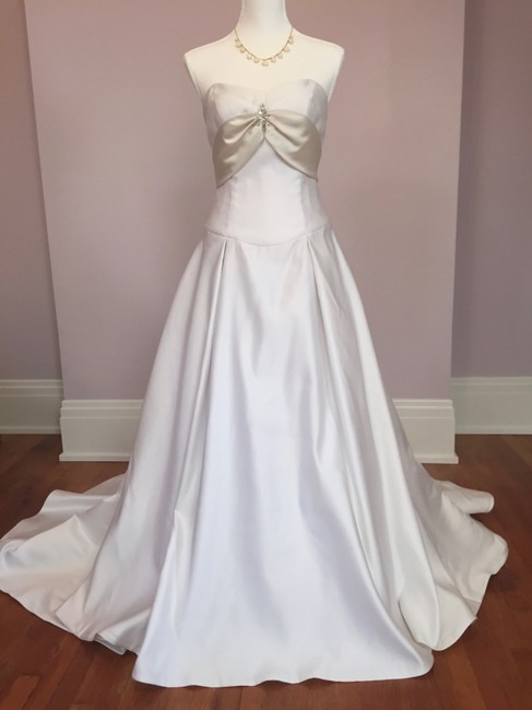 Alfred Angelo White Candlelight Polyester Style # 1474 Feminine Wedding Dress Size 8 (M) Alfred Angelo White Candlelight Polyester Style # 1474 Feminine Wedding Dress Size 8 (M) Image 1