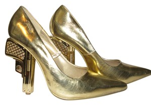 Shiekh 007 Bond Chanel Gun Metallic Gold Pumps