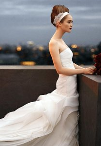 Vera Wang Organza Trumpet Fit & Flare Wedding Dress