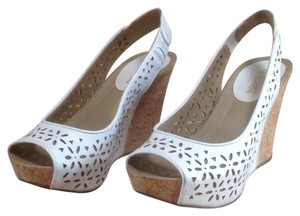 Kenneth Cole Reaction White Wedges