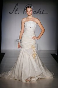 St. Pucchi 543 <10> Wedding Dress