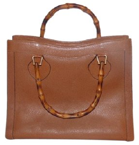 Gucci Extra Large Size Or Tote Multi-compartment Bamboo Handles Restored Lining Satchel in brown leather