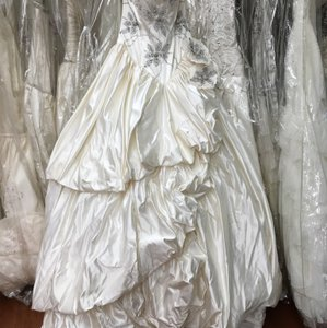 St. Pucchi 9376/9316? (14) Wedding Dress