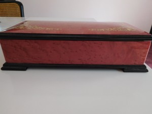 CAPRI ARTIST MAGNIFICENT LACQUERED BOX W/ GOLD INLAY DESIGN, RED VELVET LINING