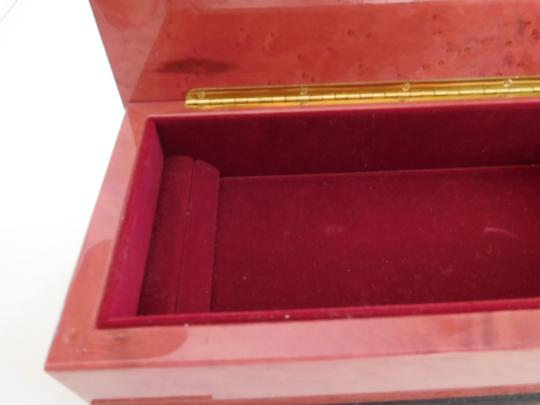 CAPRI ARTIST MAGNIFICENT LACQUERED BOX W/ GOLD INLAY DESIGN, RED VELVET LINING Image 2