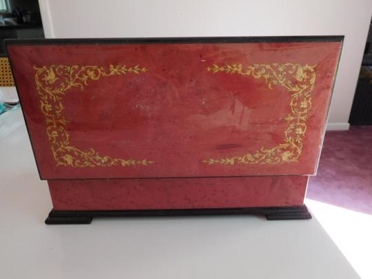 CAPRI ARTIST MAGNIFICENT LACQUERED BOX W/ GOLD INLAY DESIGN, RED VELVET LINING Image 5