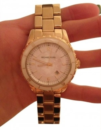Preload https://item4.tradesy.com/images/michael-kors-gold-watch-189123-0-0.jpg?width=440&height=440