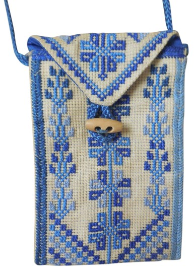 Preload https://img-static.tradesy.com/item/18913144/blue-and-tan-needleworked-pouch-0-1-540-540.jpg