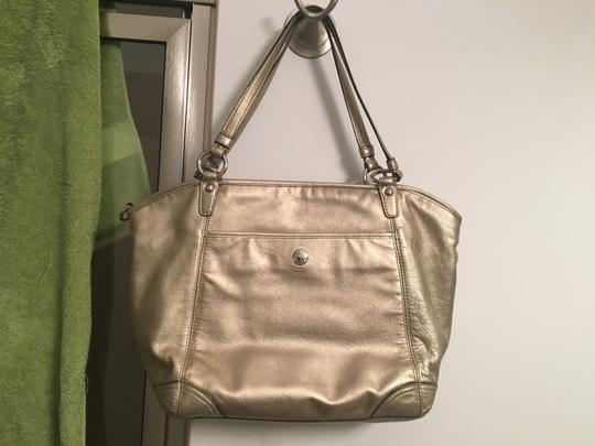 Coach Leather Tote in Gold metallic Image 6